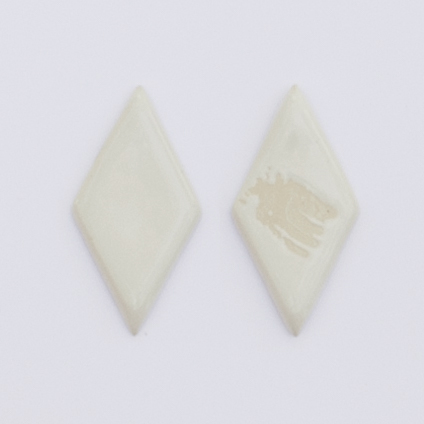 BRIGHT WHITE ▸ Glossy ▸ Opaque ▸ A bright, clean white with the occasional freckle on an off-white clay ▸ Lead-free, food-safe ▸ Microwave safe, top-rack dishwasher safe ▸ Left swatch shows full coverage ▸ Right swatch shows glaze against bare clay for comparison