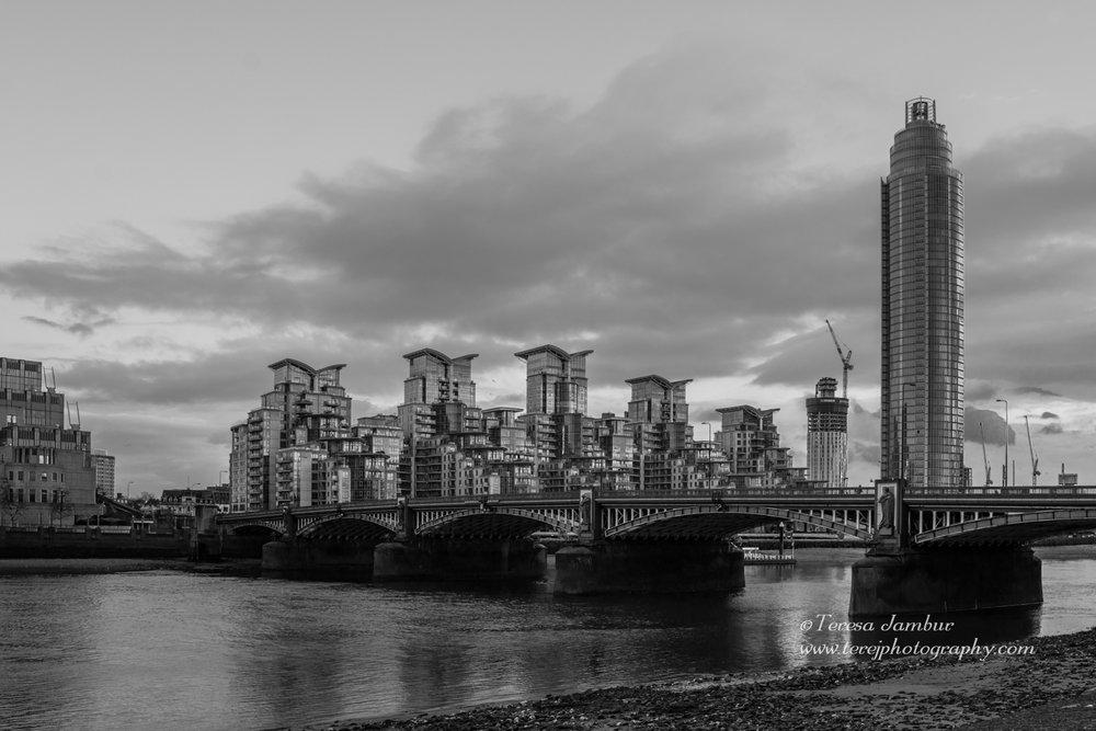 London-Lambeth-Bridge.jpg