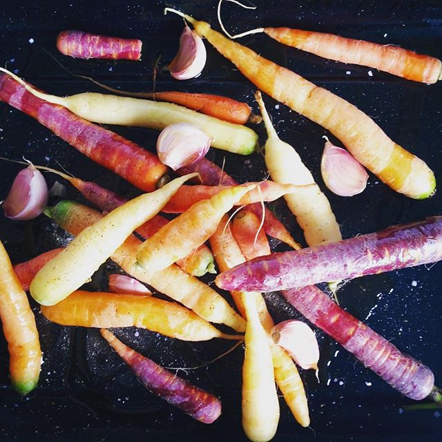Could not resist these little beauties from @arcfoodstore and roasting them up for a winter warming carrot and garlic soup. #love_cornwall #kernow #cornishandproud #lovecornwall #love_cornwall #tasteofcornwall #realfood #instafood #foodstagram #food #foodie #foodies #foodonthetable #foodphotography #foodshare #leftovers #cooking #backbritishfarming #rapeseedoil #madeincornwall #supportlocal #choosecornish