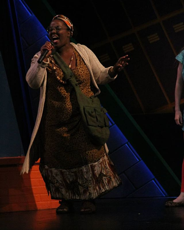 Ms. Fleming is out here telling you ALL to shine a light on your fears by coming to see Heathers: The Musical @hhtheatre this weekend!  Tickets are selling out so come grab a slice of the fun soon! ** For real, I be out here looking like someone's aunty. Don't miss it. Let me sing you a song and cook you some fried chicken. 😂😂🤣🤣 📷: Daniel Dimarco . . . #HHHEATHERSTO #HeartHouse #heathersmusical #Toronto #Singer #Actor #Broadway #Musical #Indie #Ottawa #actorslife #actorsofinstagram #singersofinstagram #theatre #blackgirlmagic #pocnetwork #blackactor