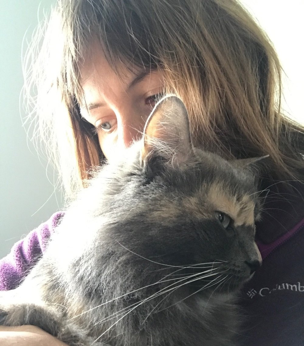 Kelda and her other cat Cotton.