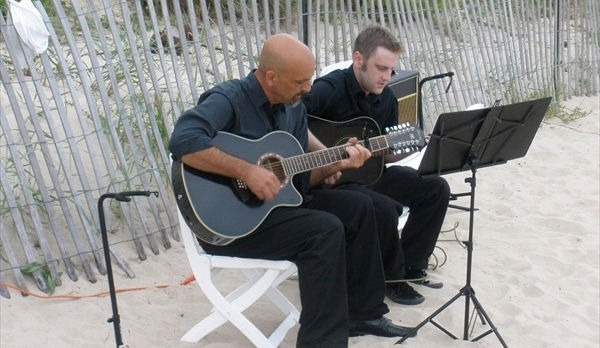 600x600_1377203038991-acoustic-beach-wedding.jpg