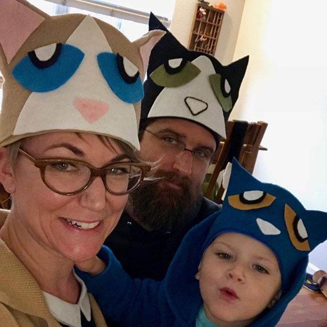 Three cool cats 🎃😺 #petethecat
