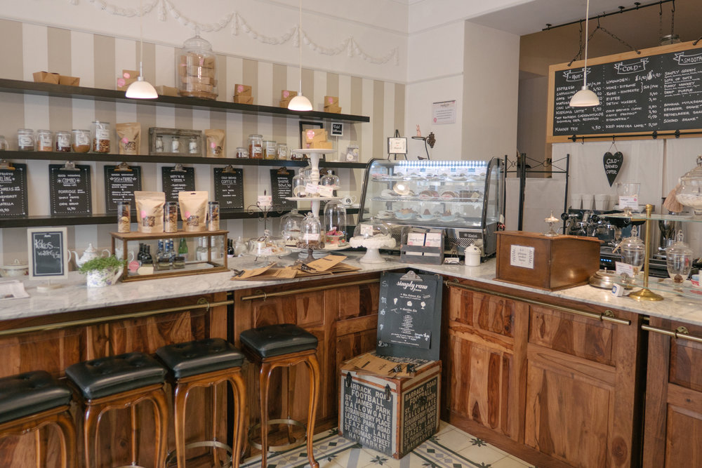 The interior is one part feel-good bakery, and two-parts vintage chic. Perfectly situated just a moment's walk from the old town of central Vienna, Simply Raw is a must-visit for lunch. Thirsty after? Several choice meeting places are just steps away...