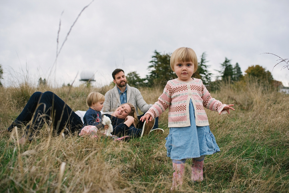 Mae Burke Fall Seattle Family Session Twins at Discovery Park-32.JPG