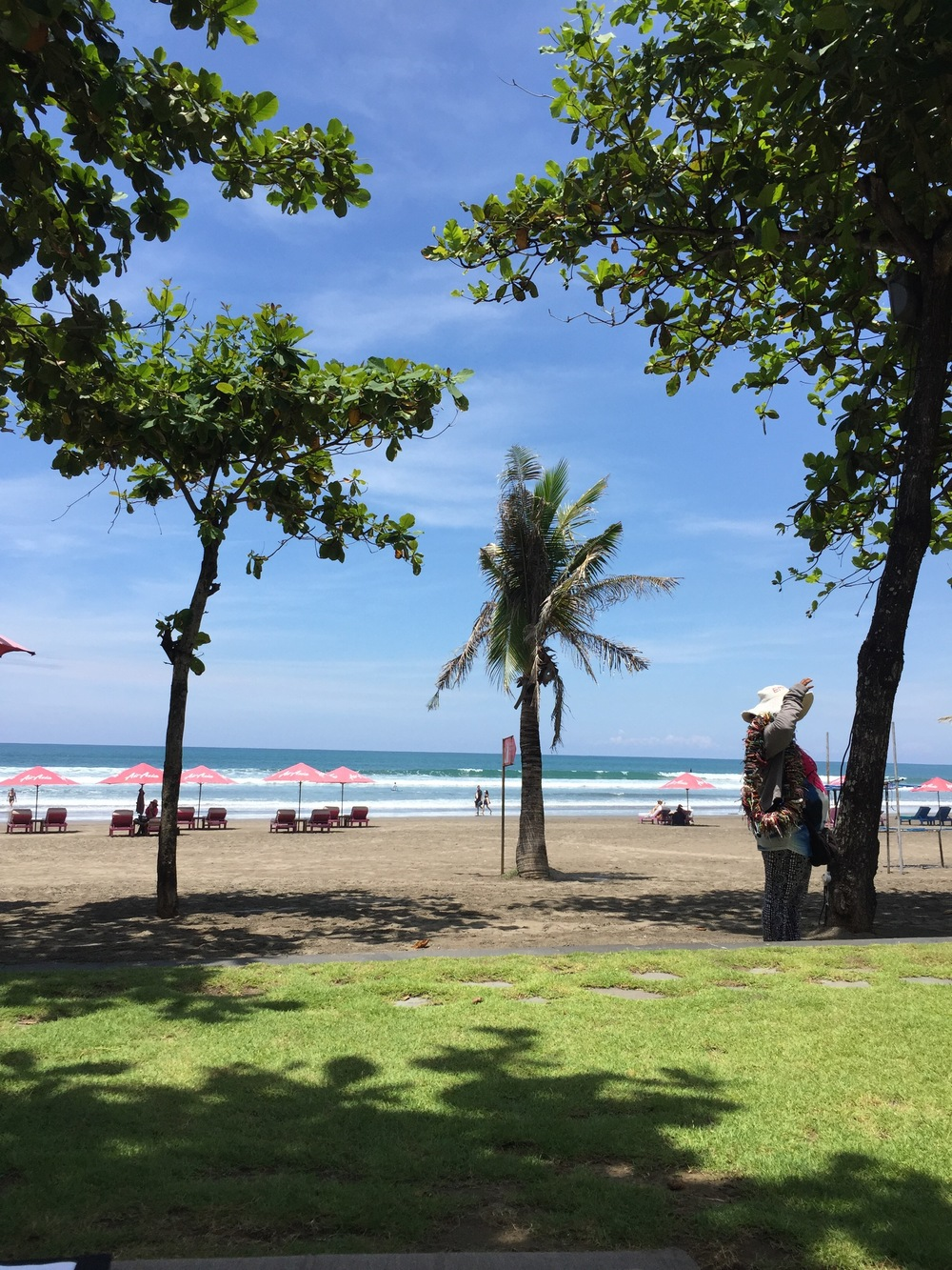 anantara-seminyak-bali-hotel-beach