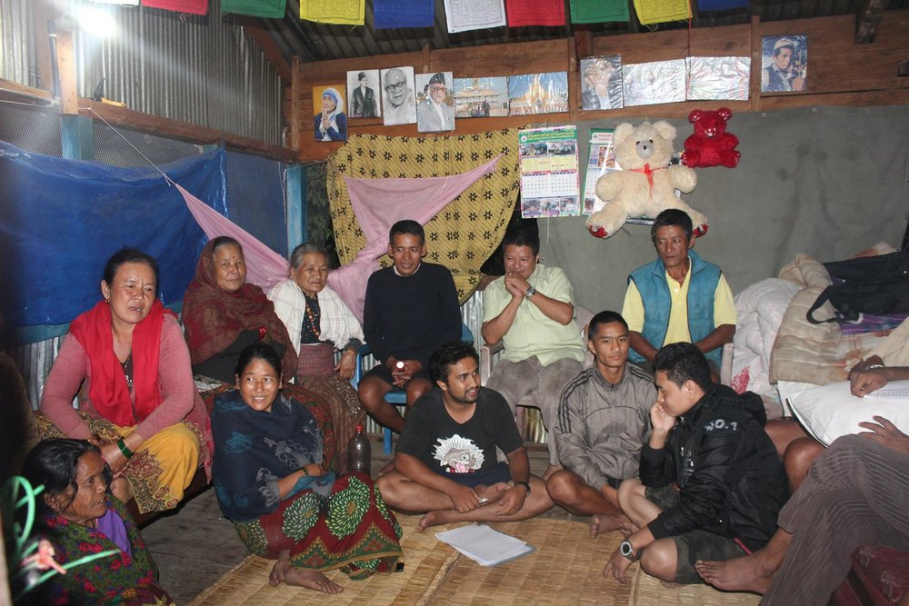 An early community meeting in Rainaskot