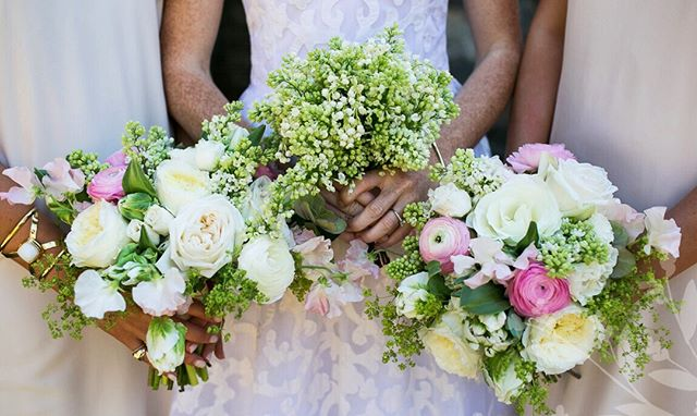 Adore the abundance of these springtime bouquets! ✨ A touch of pink in the bridesmaid bouquets add a playful accent color to the classical green and white palette.🌿🌷 #emilyellisonstudio #eventdesign #eventdecor #bouquet #bridesmaid #SpringTime #weddingdecor #weddinginspo #weddinginspiration #weddingflowers #weddingparty