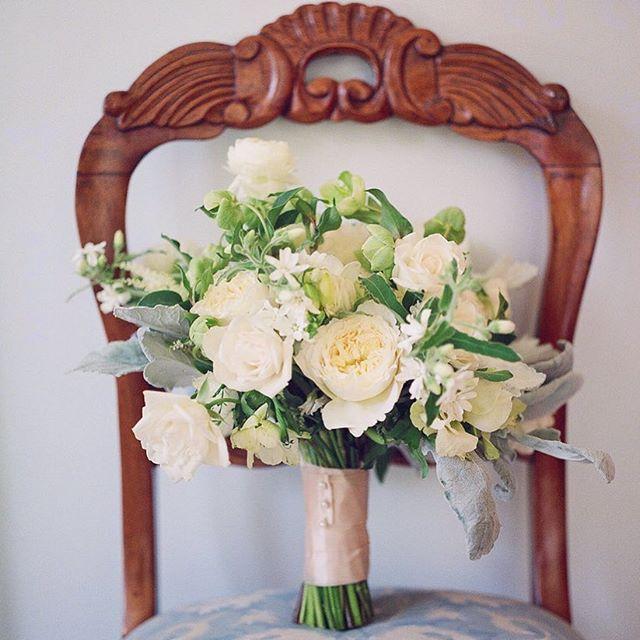A favorite bouquet ✨ . . . . . #eventdesign #creativedirector #weddingflowers #weddingdecor #bridalbouquet #emilyellisonstudio