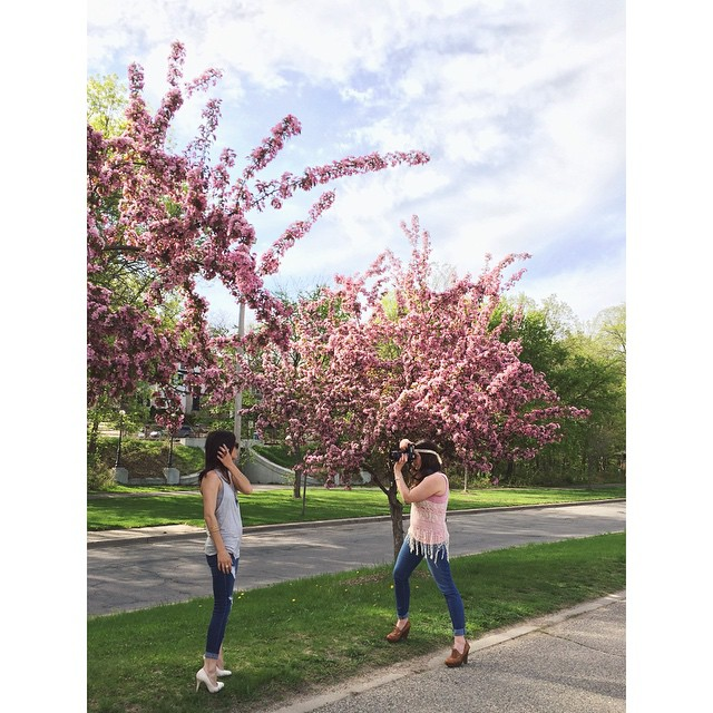 Throwback Thursday to this gorgeous scene, @kyleeleonetti shooting new Girl.Creative stills of @jameslynnstyle! Cannot get over those spring buds 😍🌸🌺 #GirlCreative #whengirlsgetcreative #photoshoot #photography #kyleeleonetti #jameslynnstyle #girls