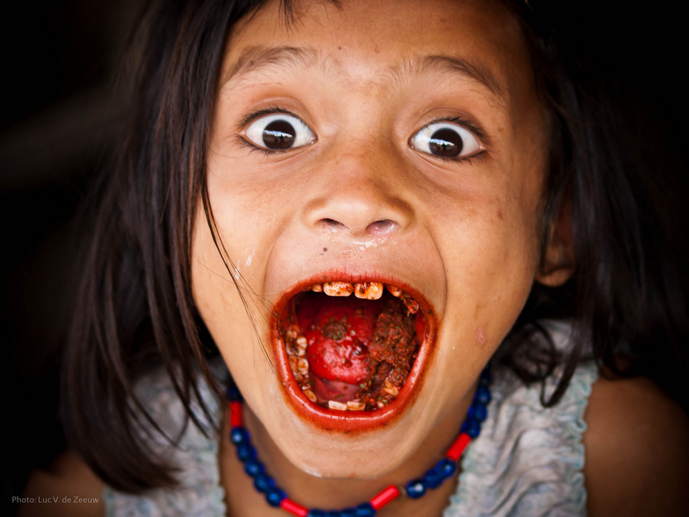 Young girl shows off her betel-stained mouth! Credit: Luc V. De Zeeuw | Flickr.com