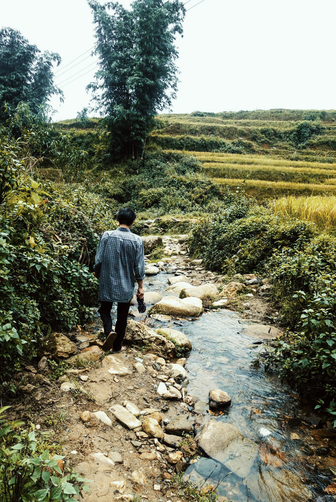 Sapa, Vietnam. Crossing a stream. | illumelation.com