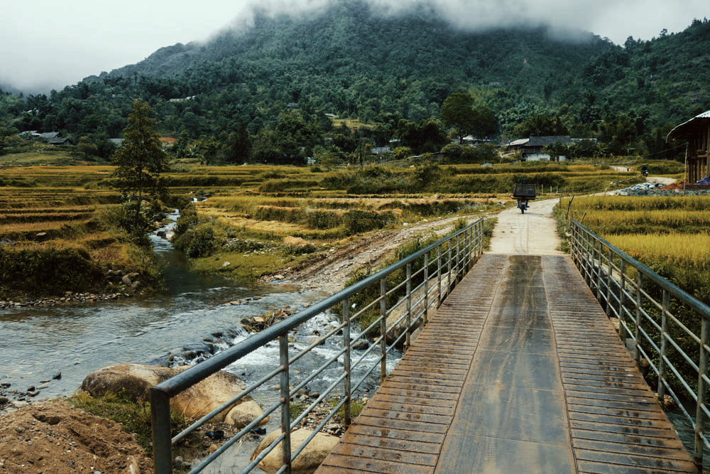 Sapa, Vietnam. Bridge. | illumelation.com