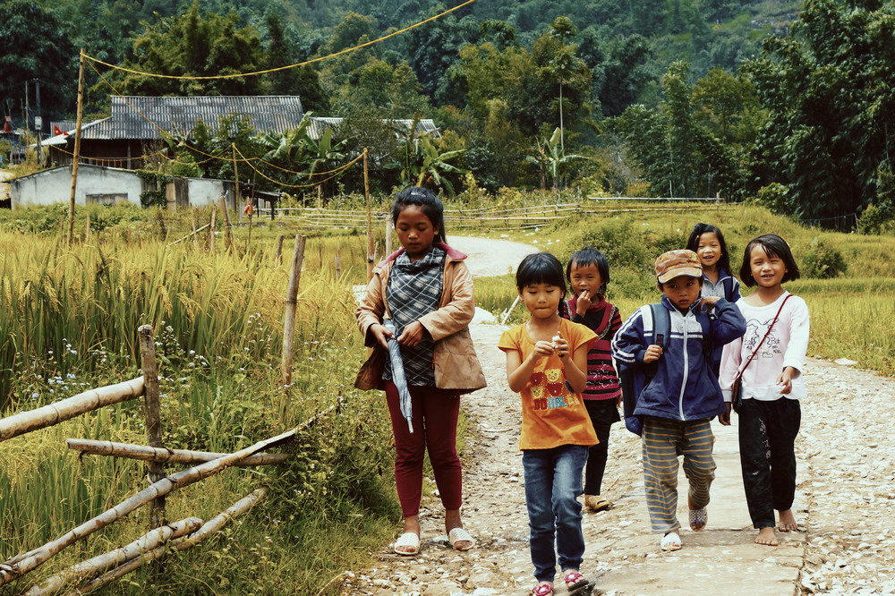 Local Children in the Rice Terraces of Sapa, Vietnam - illumelation.com