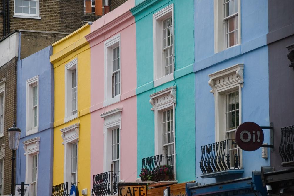 Portobello Road Market, Pastel Coloured Houses, Notting Hill - London in the Spring Travel Guide - illumelation.com