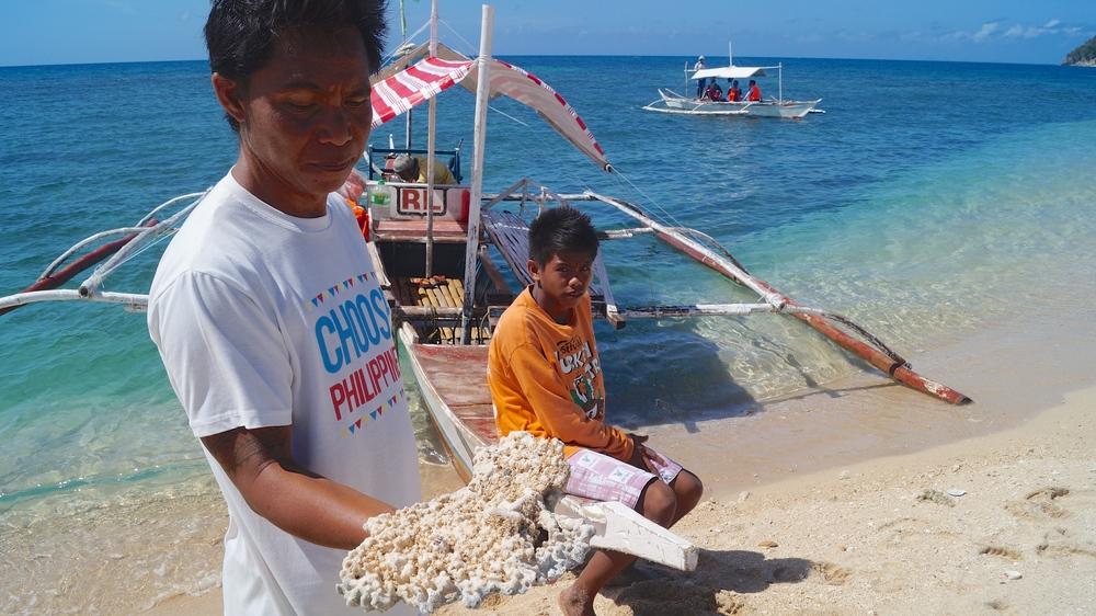 Philippines, Islas De Gigantes - Bantigue Sandbar Shell Locals - illumelation