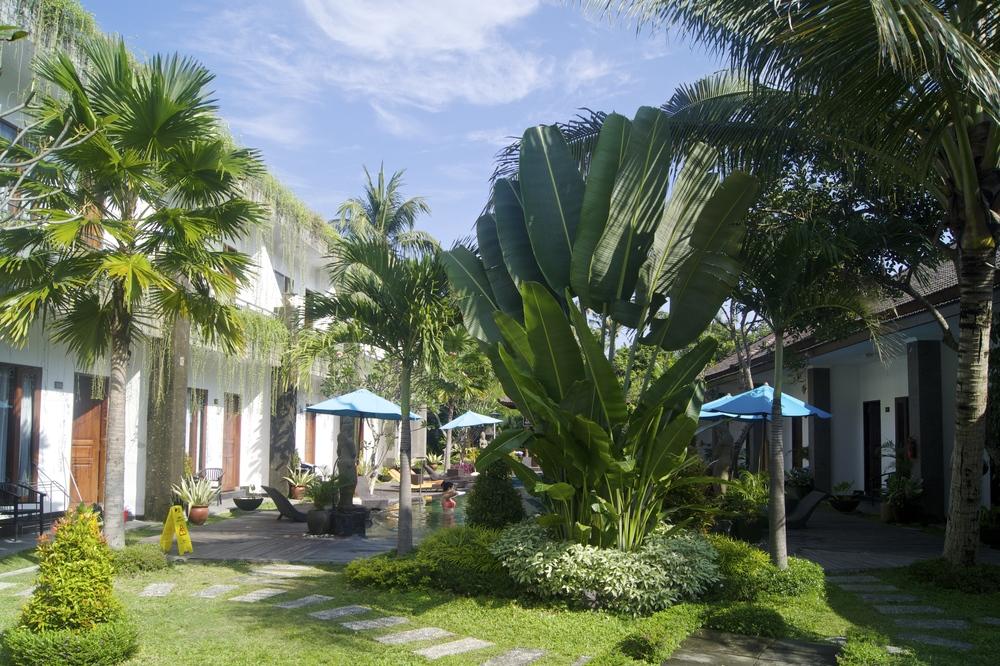Ubud Raya Hotel - Swimming Pool and Garden - Ubud, Bali - Hotel Review - illumelation.com