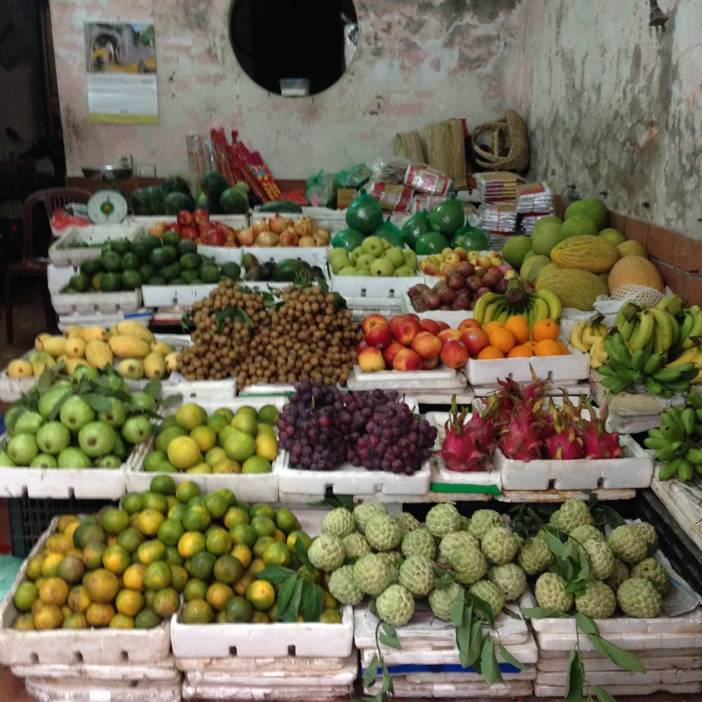 Fresh fruit market in Hanoi, Vietnam - illumelation.com
