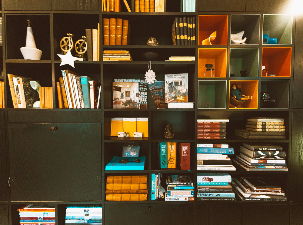 Hotel Alexandra Lobby Book Decorations
