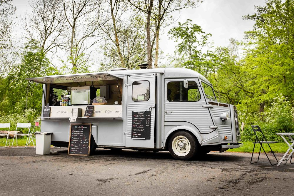 I stopped off for a slice of pizza fresh from the wood fired oven of  Piccolo Mondo , a mobile Italian kitchen inside a vintage citroen van run by a lovely guy called Martin (Who is also available for weddings!)