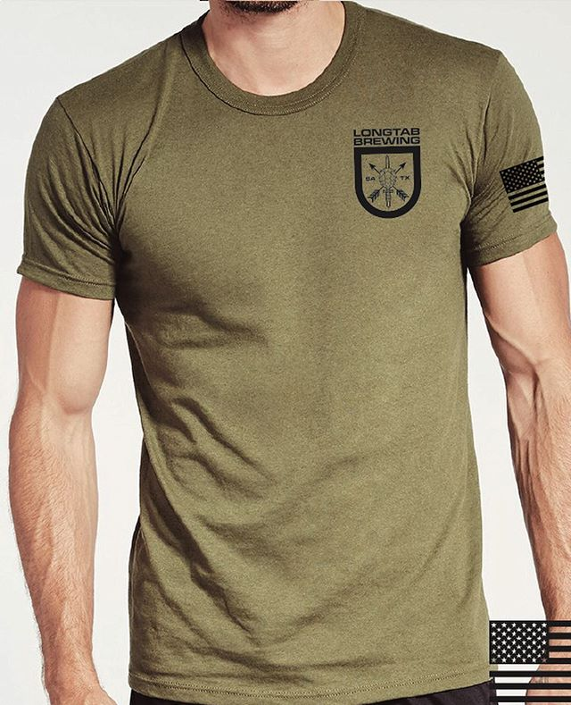 Finally back in stock in limited quantities! These are American made Soffe shirts in the official US Army uniform colorway. Longtab logo on the front chest, full back logo, and US flag on the left sleeve. Get em in our store: link in bio. 🍺🇺🇸🍺🇺🇸🍺 . . .  #craftbeer #beer #txbeer #txcraftbeer #greenberet #greenberets #specialforces #sof #deoppressoliber #dol #texasmade #madeinusa #usa #america #coffee #tshirts #longtab #swag #bar #usarmy