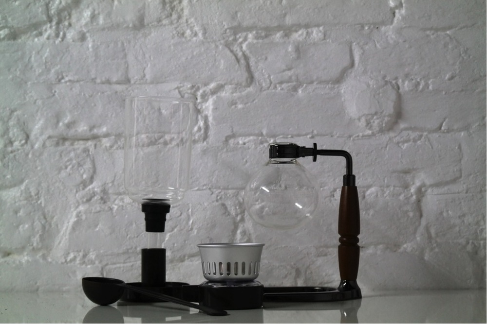 With your Hario syphon you will have an upper bowl, a lower bowl, their respective stands, a measuring spoon, cloth filter, and an alcohol burner.