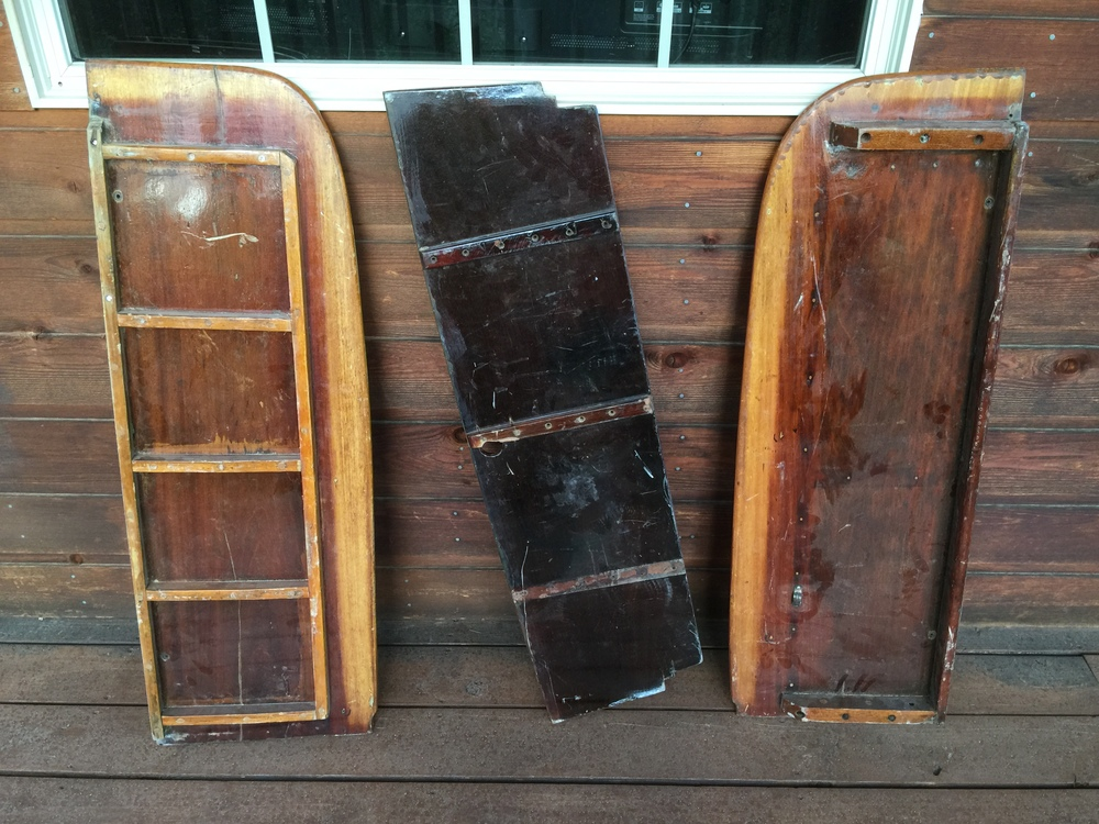 The slats on the starboard bench (left in the picture) is quite different from the port-side bench.