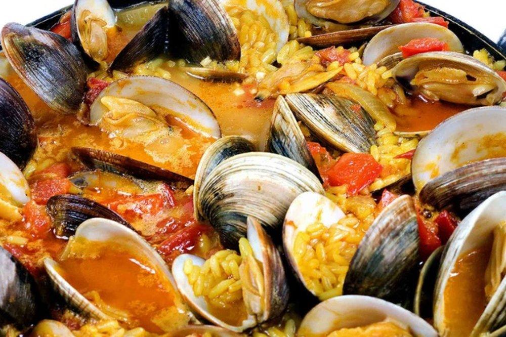 portuguese family dinner.jpg