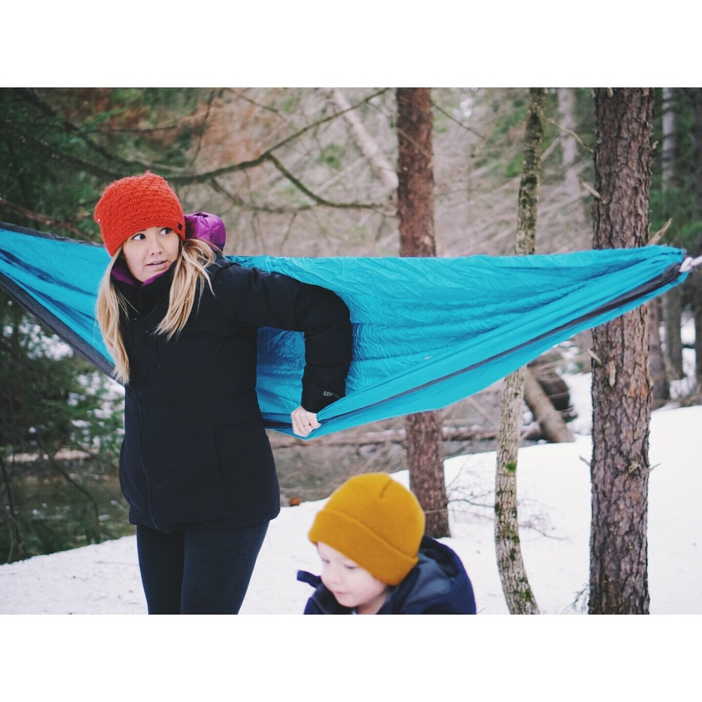 The face of both uncertainty and determination. Bailing had risks but the snow was soft enough and I was feeling confident in my hammock mounting skills (despite the look on my face).