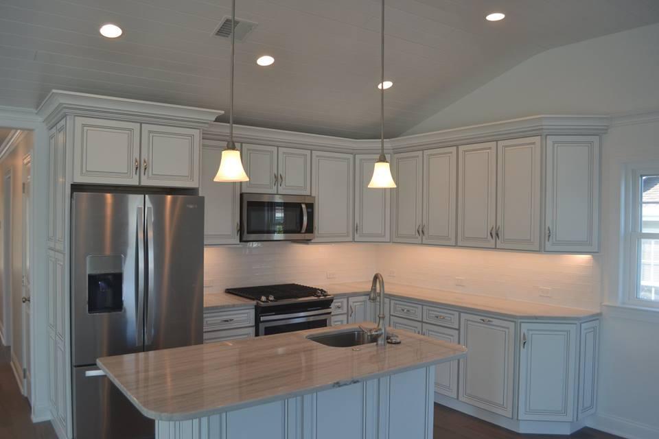 639 kitchen.jpg