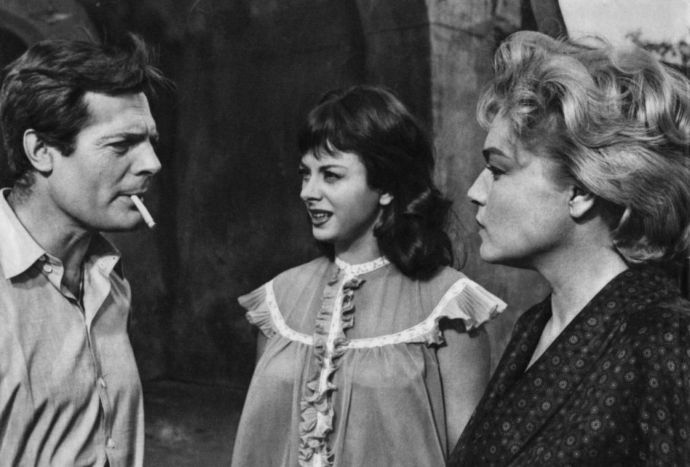 Marcello Mastroianni as Piero, Sandra Milo as Lolita, and Simone Signoret as Adua in Adua and Her Friends