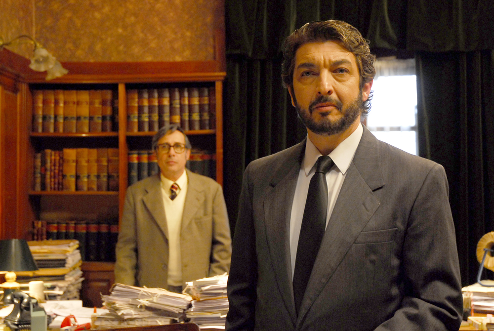 Guillermo Francella  (left) and Ricardo Darín (right) in   El secreto de sus ojos
