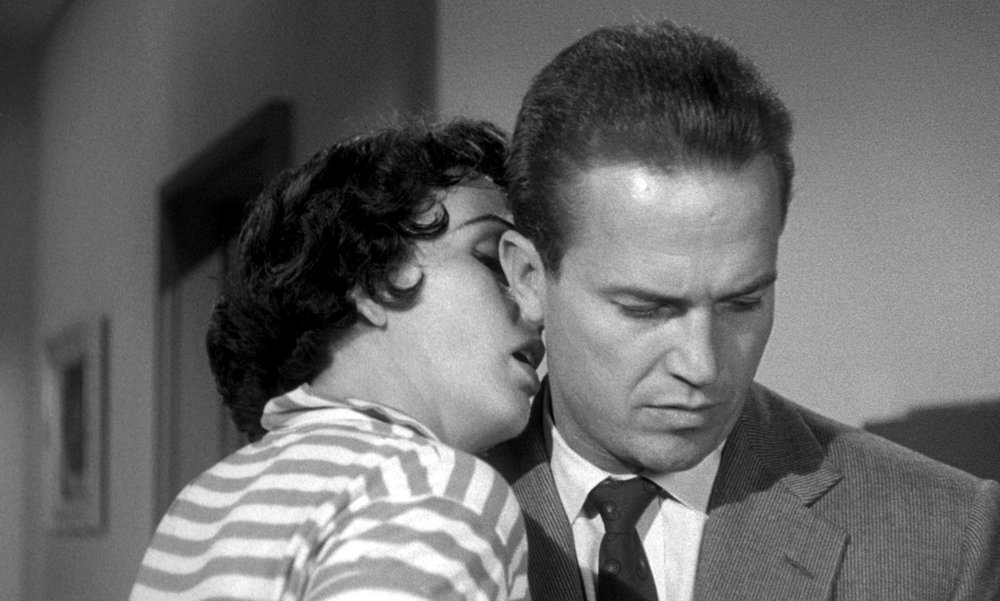 Ralph Meeker as Mike Hammer and Maxine Cooper as Velda giving him a fatal smooch