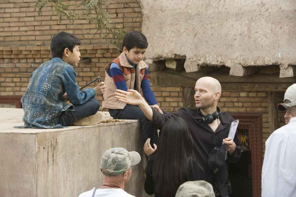 Marc Forster (right) on set with Ahmad Khan Mahmidzada and Zekeria Ebrahimi (left and center) as Hassan and the young Amir.