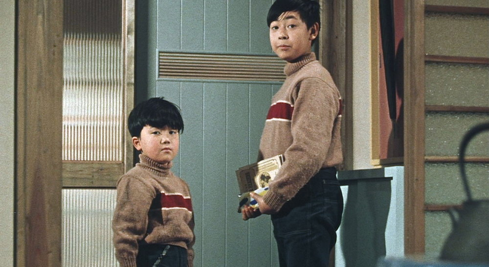 Isamu (Masahiko Shimazu) and his older brother Minoru (Koji Shidara) have been repeatedly pestering their father to buy the family a television set.