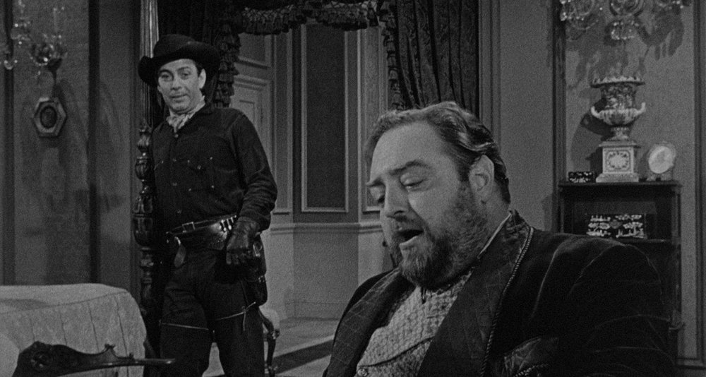 Hired gunman John Crale (Ned Young) and his land-grabbing employer McNeil (Sebastian Cabot) constitute the Terror in a Texas Town.