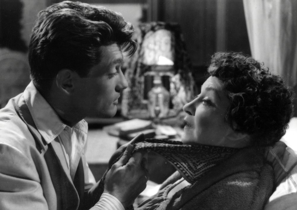 Jean Marais as Michel and Yvonne de Bray as Yvonne-Sophie. Photo courtesy of Photofest.