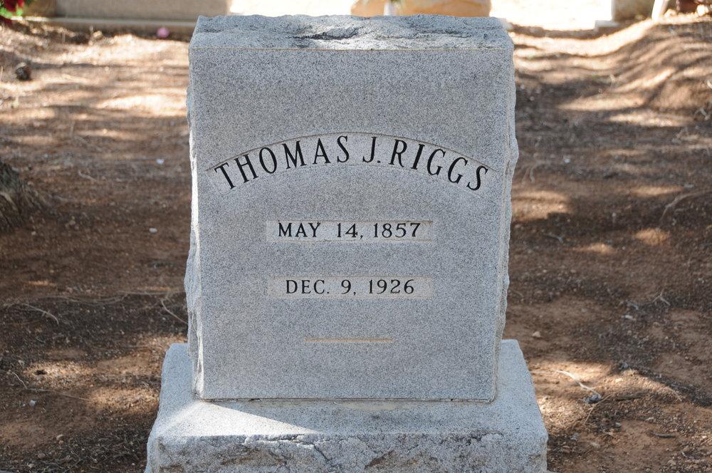 4f THOMAS J. RIGGS