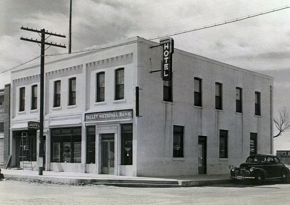 RIGGS BANK BUILDING AFTER ITS SALE BY THE RIGGS FAMILY IN 1933.   PHOTOGRAPH TAKEN APPROXIMATELY 1950 / OWNER WAS VALLEY NATIONAL BANK
