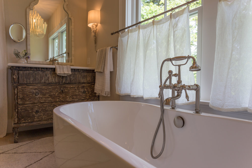 cumberland_foreside_real_estate_bathtub.jpg