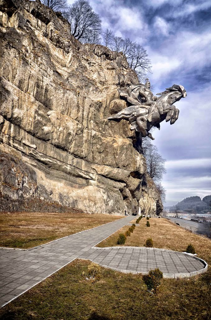 benito-cereno: red-lipstick: Nykhas Uastyrdzhi, The Monument to Saint George on Ossetian Military Road, Alagir, Republic of North Ossetia–Alania, Russia Funny this should pop up on my dash. I was just talking to St George artist reillybrown about this the other day. Incredible sculpture. Saint George rides again!