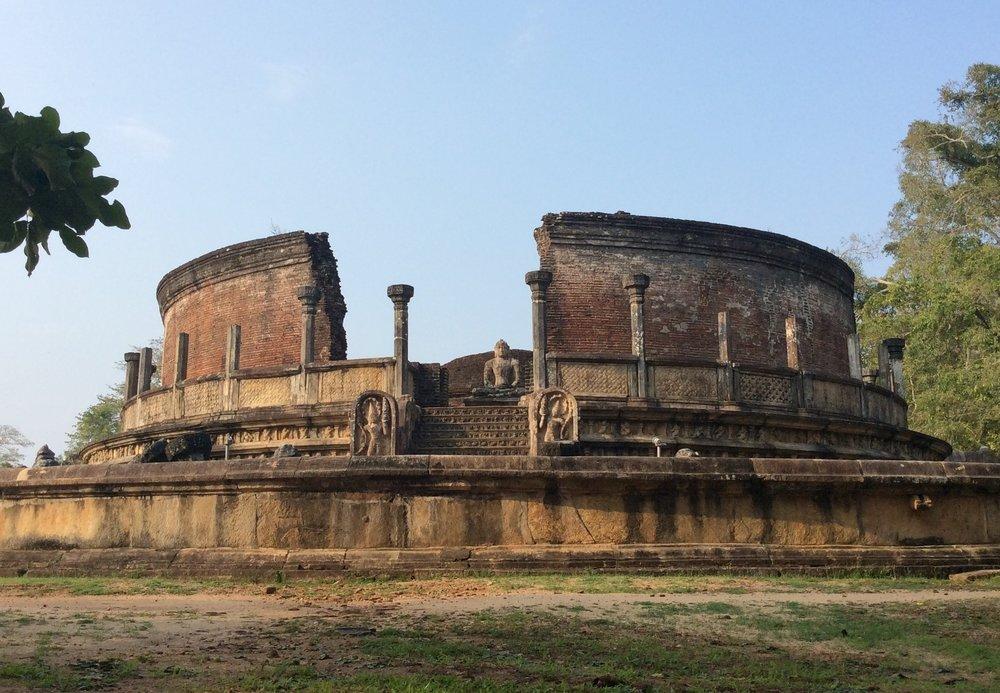 Circular-Relic-House-Vatadage-polonnaruwa.jpg
