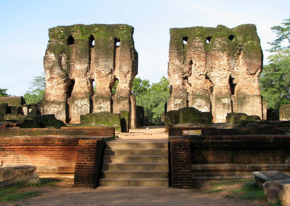 king-parakramabahu-palace.jpeg