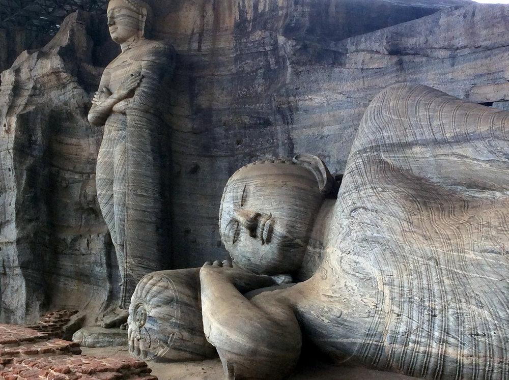 Buddha-Statue-Polonnaruwa.jpg