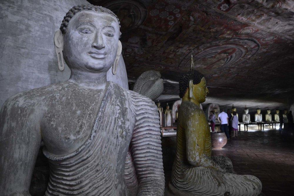 dambulla-cave-temple-statue.jpg