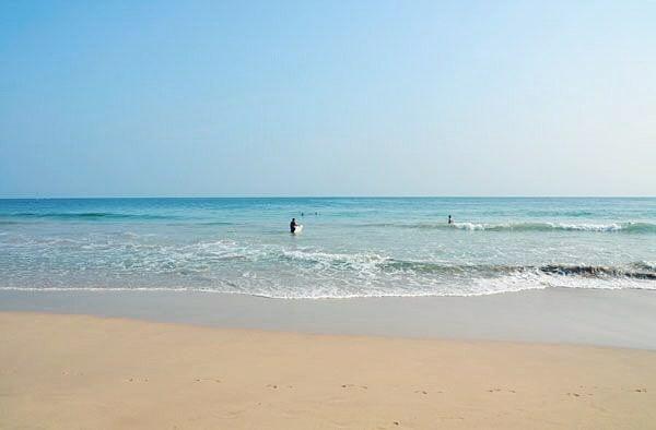 Sand, sea and sunsets in Mirissa Bay. ⠀ ....⠀ #srilanka #mirissa #travel #wanderlust #travelgram #holiday #vacation #explore #indiesadventures #mirissabeach #mirissabay #lankaliving #lankalife #tourswithindie #relaxandunwind #srilankabeaches #iamlanka #experiencesrilanka