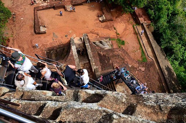 If you're on your way to Sri Lanka and want to check out the best sights, hit my link in bio!⠀ ...........................⠀ #indiesadventures #climbsigiriya #srilanka #tourswithindie #wanderlust #srilanka🇱🇰 #sightseeing #sigiriyarock #sigiriya