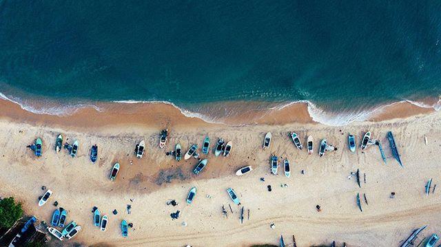 What kind of magic is this?! 🙌🏽 Paradise 🐠✨ 🏝 ⠀ ...⠀ #surf #adventure #beach #coast #srilanka #islandlife #explore #southcoast #mirissa #galle #weligama #tropical #lankalivin #instatravel #travelling #instagood #paradise #beach #sun #sand #srilankadaily #travelgram #surfsrilanka