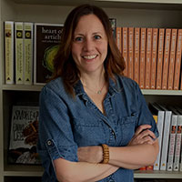 Judy Pray   Artisan Books    Judy is the Executive Editor of Artisan Books. Artisan is the publisher of  The Kinfolk Table ,  Remodelista ,  Design*Sponge at Home , and  The Flower Recipe Book . Judy acquires and edits all types of lifestyle books with a particular focus on design, decorating, and cooking.  Her most popular blog-to-book to date is the  New York Times  bestseller  Young House Love  by John and Sherry Petersik. Judy is currently working on their follow up,  Lovable Livable Home , to be published this fall. Judy lives in Brooklyn with her husband where they are currently renovating their apartment located in a former hotel built in 1890.