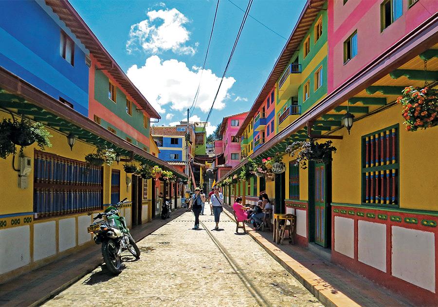Guatapé,-Colombia.jpg